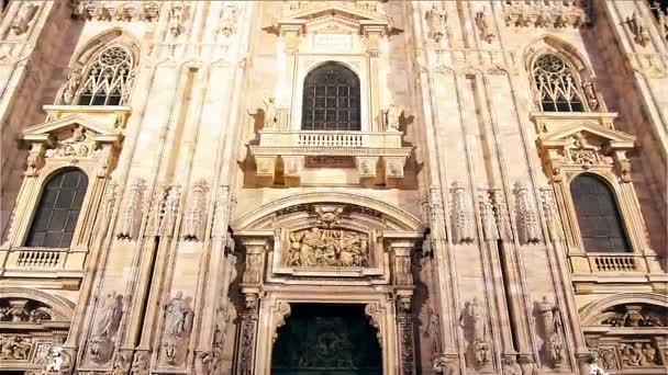 Facciata del Duomo di Milano, ItalyIl facciata del Duomo di Milano. Sera di tiro