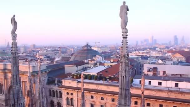 Sera Milano Vista Sulla Città Dalla Terrazza Del Duomo — Video Stock ...