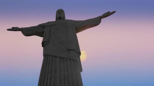 Socha Krista v Rio de Janeiru na pozadí mraků. Včasná