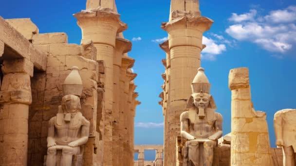 Ruiny krásné starověkého chrámu Karnak v Luxoru