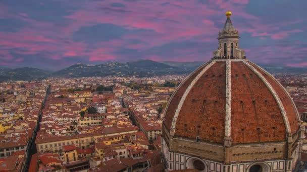Santa Maria del Fiore és Firenze vörös tetői, Olaszország.