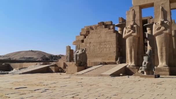 Ramesseum - památný chrám faraóna Ramsese Ii XIII. století před Kristem, část thébské nekropole v Horním Egyptě, Luxor