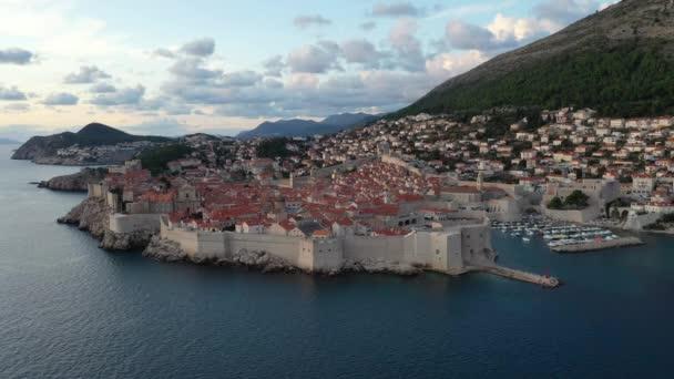 Letecký pohled na Dubrovník, Chorvatsko. Staré město Dubrovník. Slavné historické a turistické město.