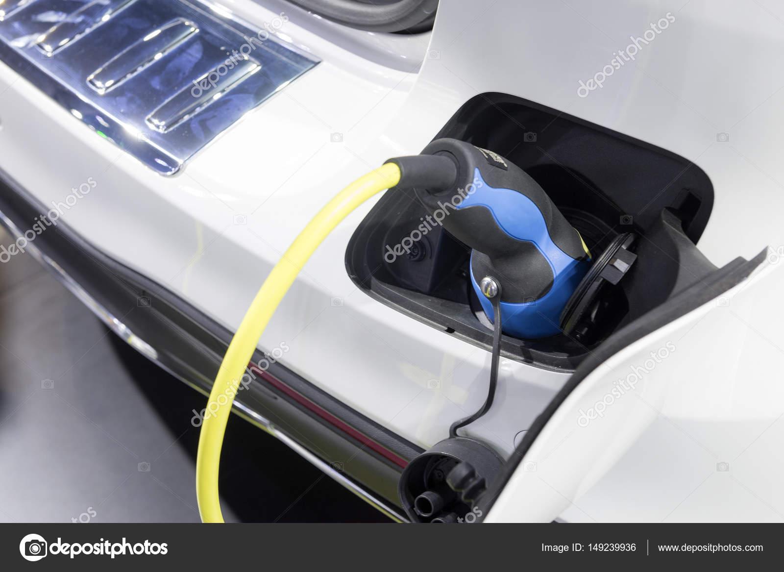 De Elektrische Auto Oplader Aangesloten Stockfoto C Phuchit A