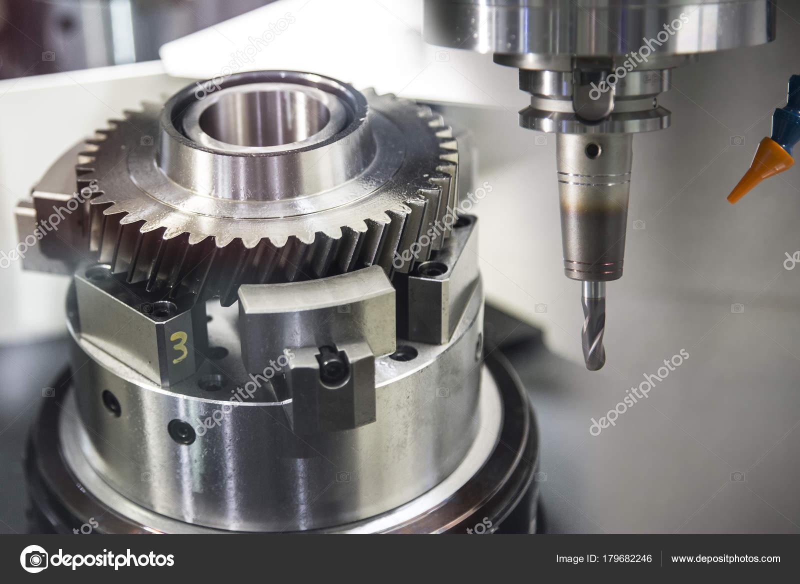 Die CNC-Fräsmaschine schneiden die Probe Getriebeteil — Stockfoto ...