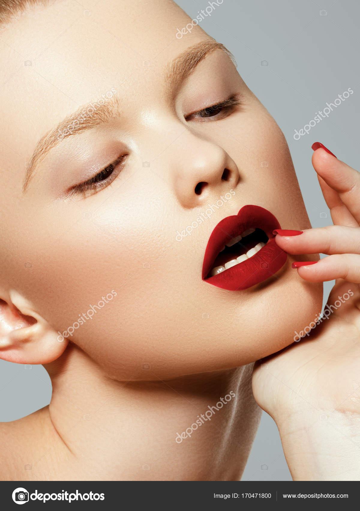 Красивые сексуальные и гламурные фотографии девушек