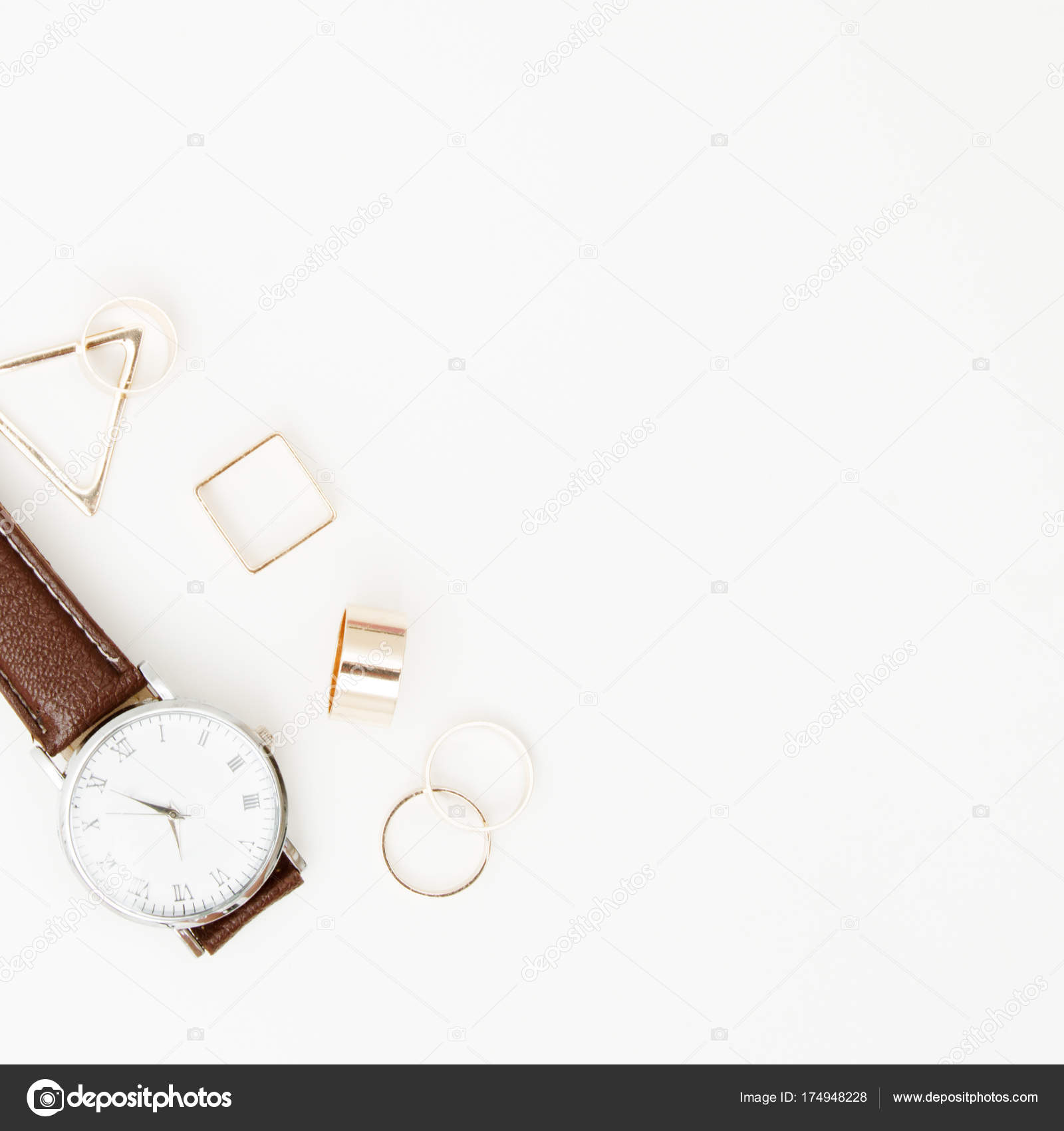 07eea6311368a Вид сверху Аксессуары для женщины. Ювелирные изделия концепции. Модные  женские аксессуары часы. Накладные расходы essentials для любой девушки —  Фото автора ...