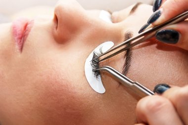 eyelash at the beauty salon, the process of building