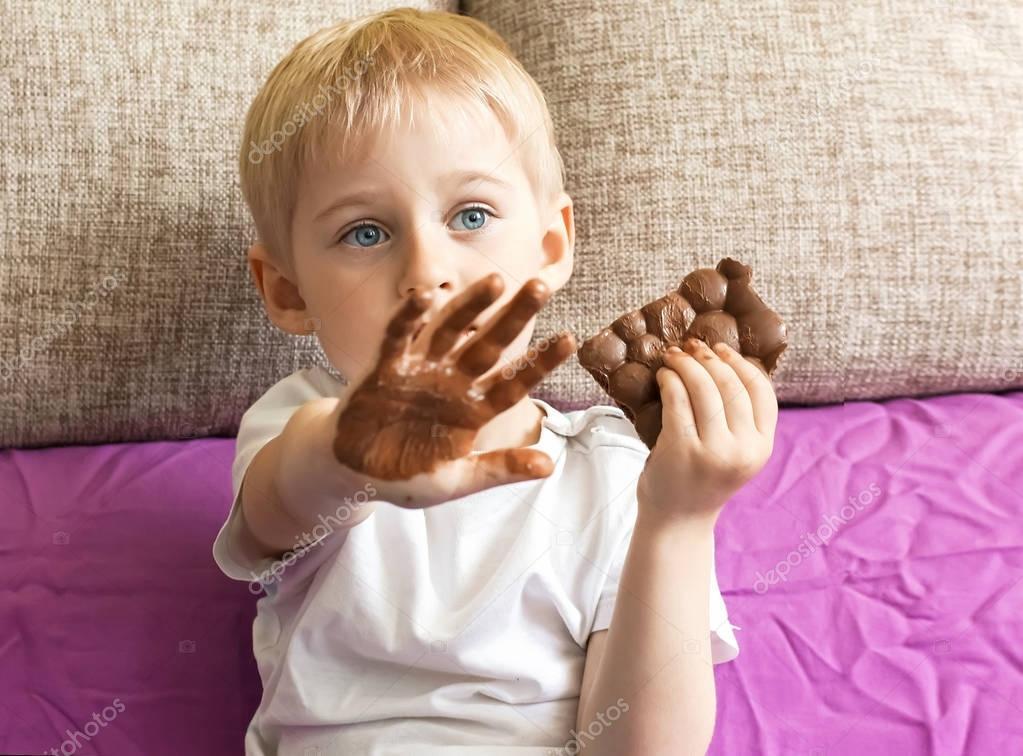 Imágenes: Niño Con Manos Sucias