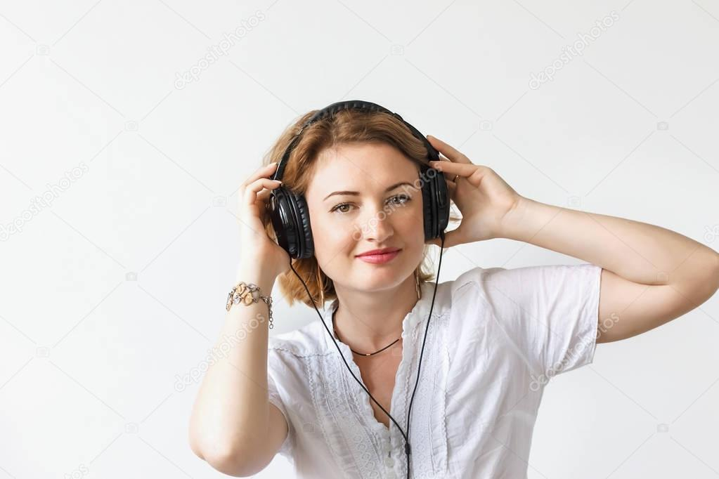 beautiful girl with headphones listening to music and