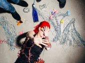 Fotografie Geschlecht des Drogenhandels Opfer versteckt ihr Gesicht