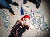 Fotografie Droge süchtig Mädchen versteckt sich vor Menschen