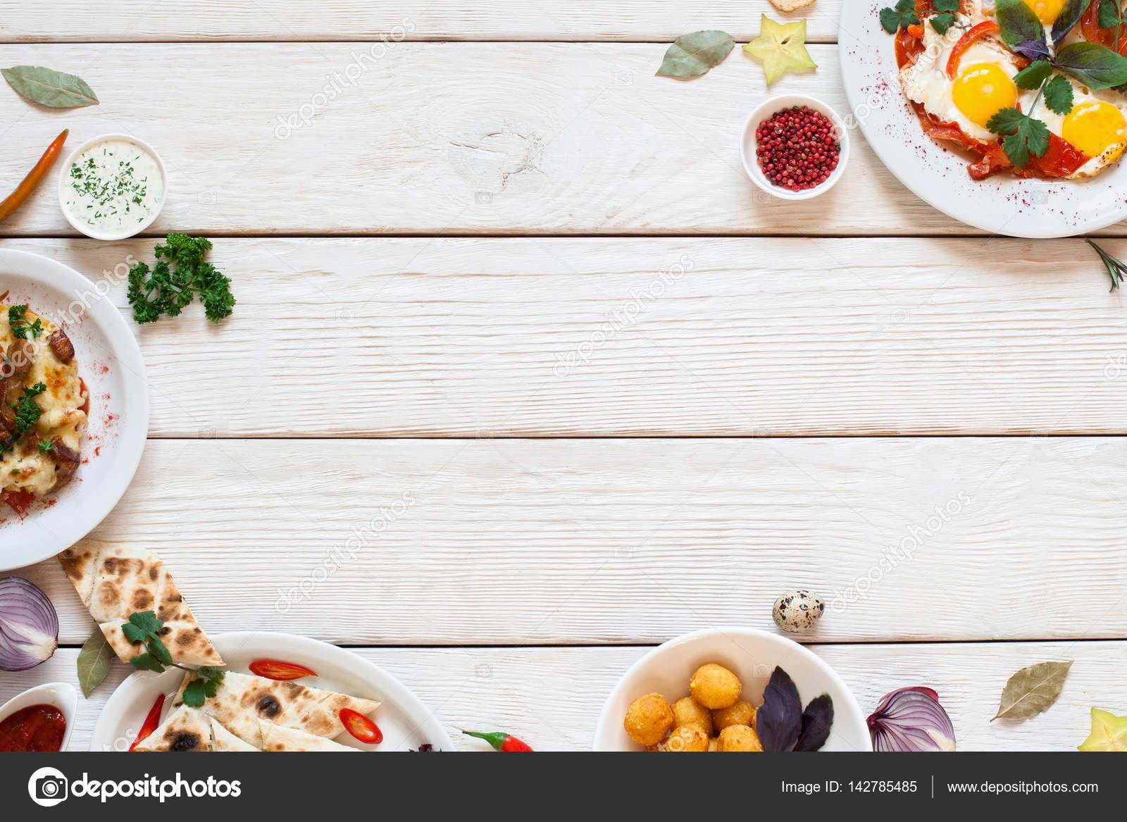 Leckeres Frühstück vom Buffet Rahmen auf weißem Holz — Stockfoto ...