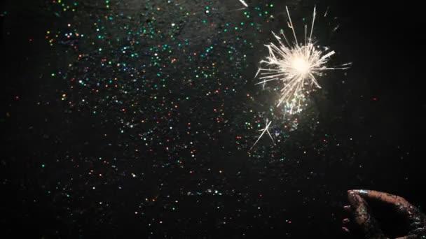 Feuerwerk auf glitzerndem Hintergrund