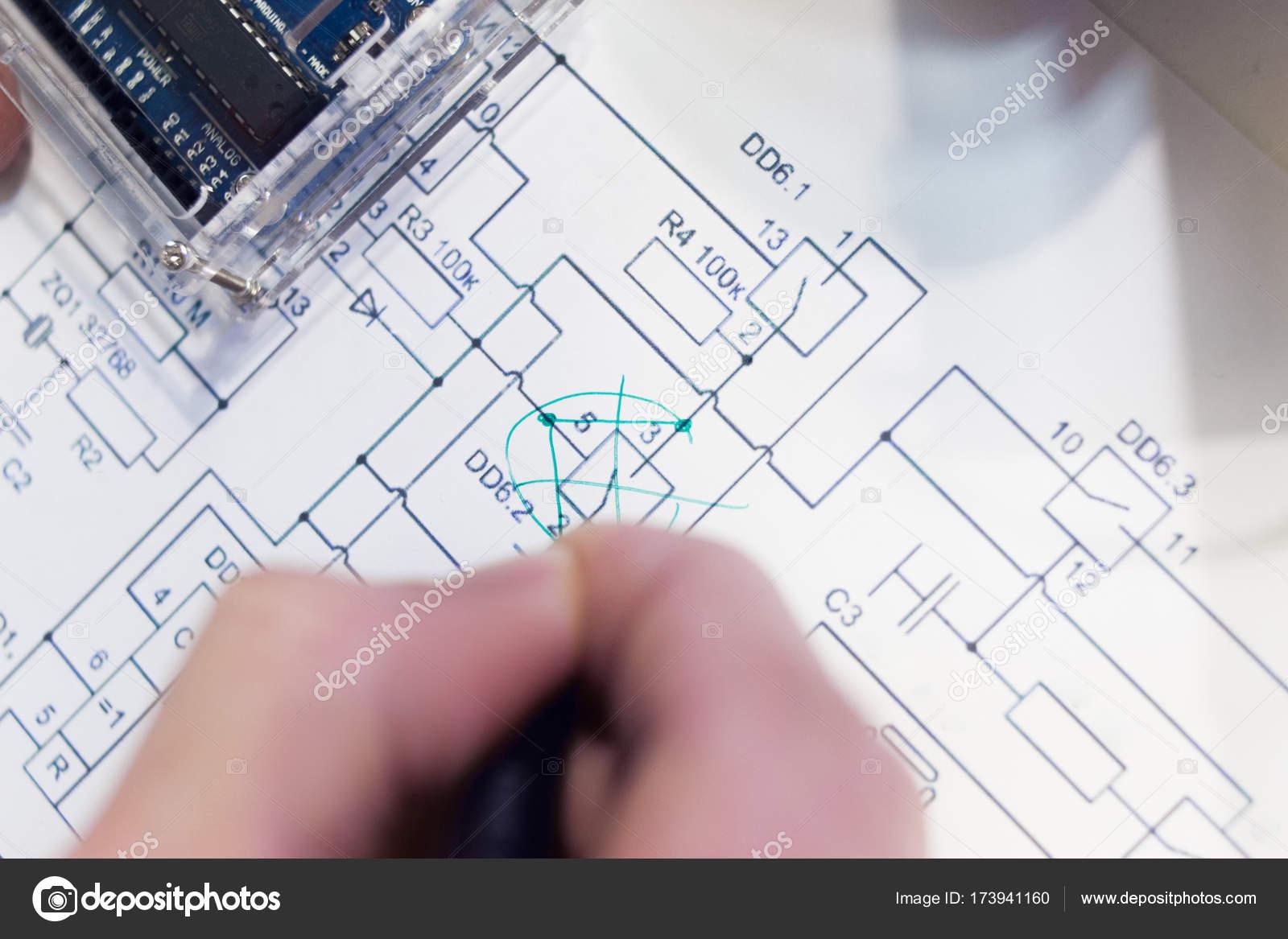 Bearbeitungen der Elektronik Elecrto Schema Zeichnung — Stockfoto ...