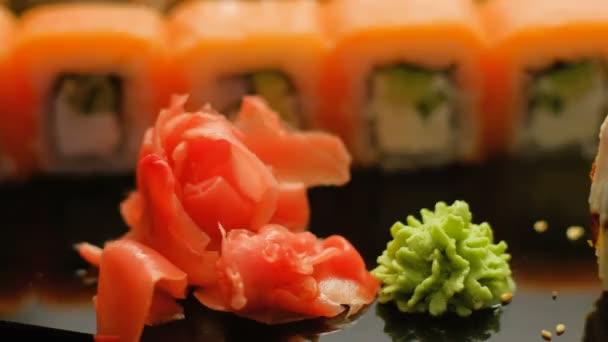 orientalisches Essen Sushi Wasabi Hand aufheben Ingwer