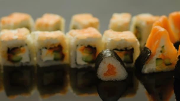 Food stylist japán konyha kéz tesz sushi tekercs