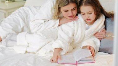 child bedtime story loving parent read together