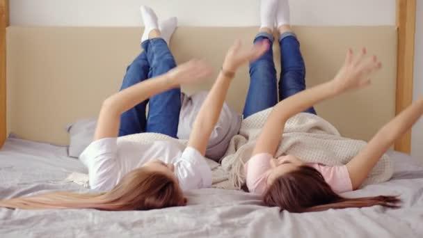 lányok szabadidő szórakoztató szórakozás barátok tánc