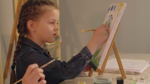 tehetséges gyermek anya tanítás lánya festészet