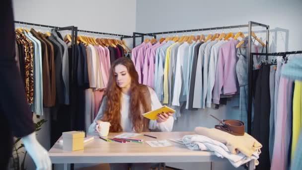 módní návrhář životní styl ženský stylista showroom
