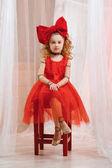 Fotografie Roztomilá dívka v loutkové vzhled laku. Mladá dáma se chová jako panenky