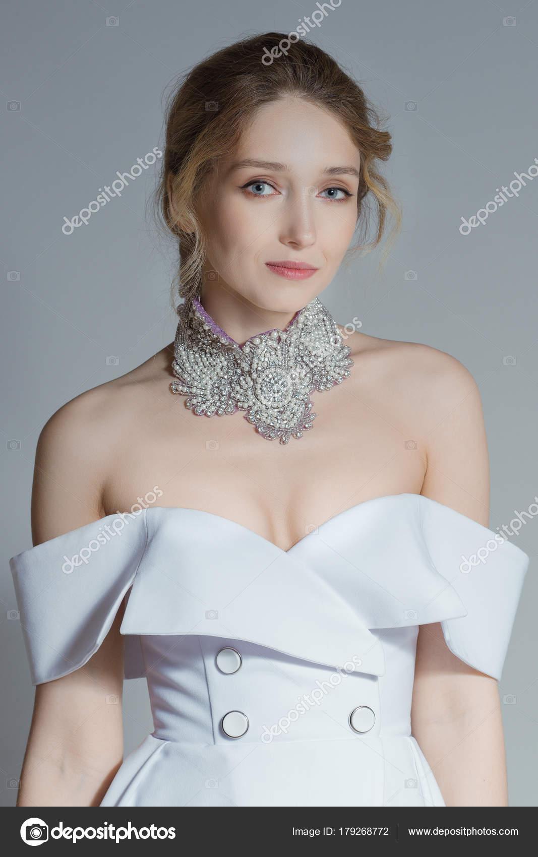 Weiche Portrait schöne Braut im Hochzeitskleid Konzept. Jacke-Stil ...
