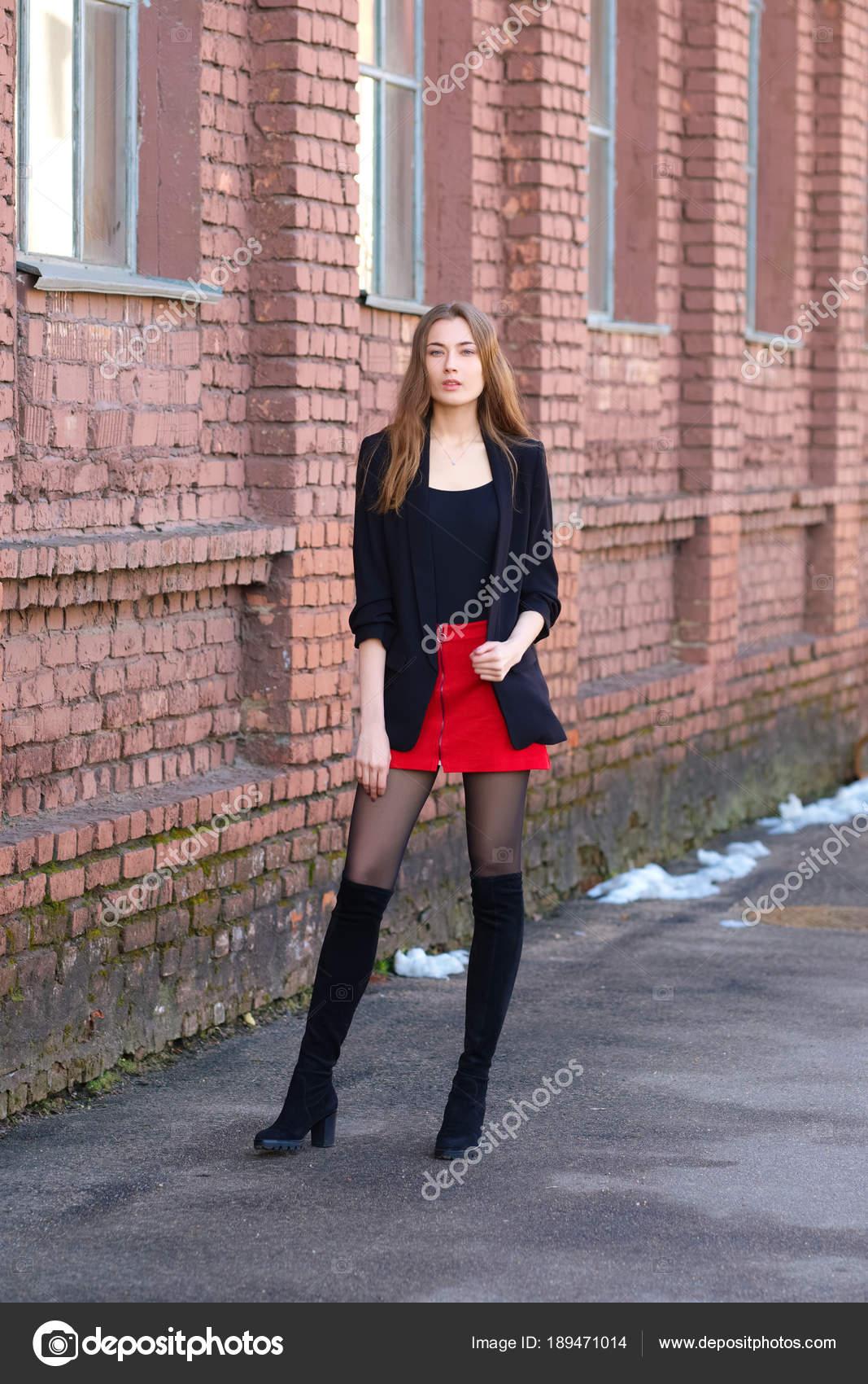 official photos e6d4b 06002 Moda di strada, stile urbano. Ragazza in giacca, t-shirt ...