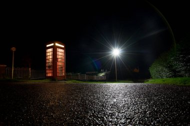 Traditional english phone at night with lamppost