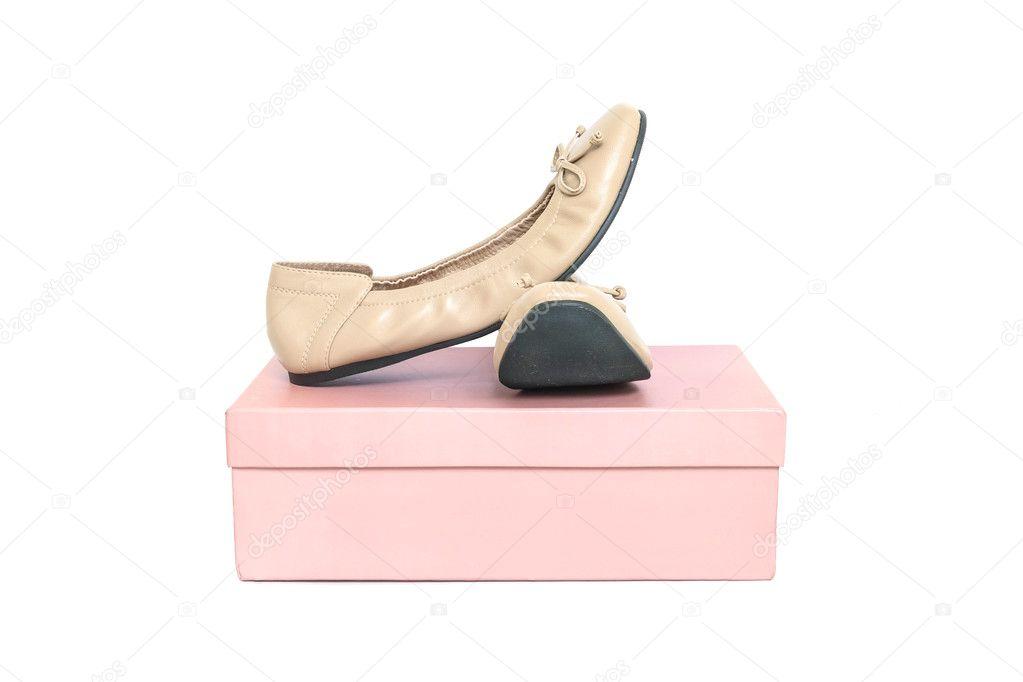 la Zapatos en de de primer plano zapatos de de caja mujer rosa aislado papel marrón anaqYw0r