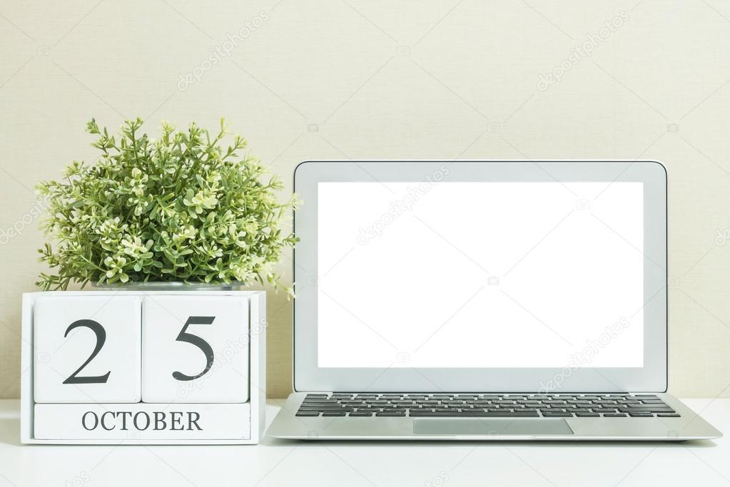 Calendrier En Bois Blanc Noir Mot 25 Octobre Avec Espace Blanc Au