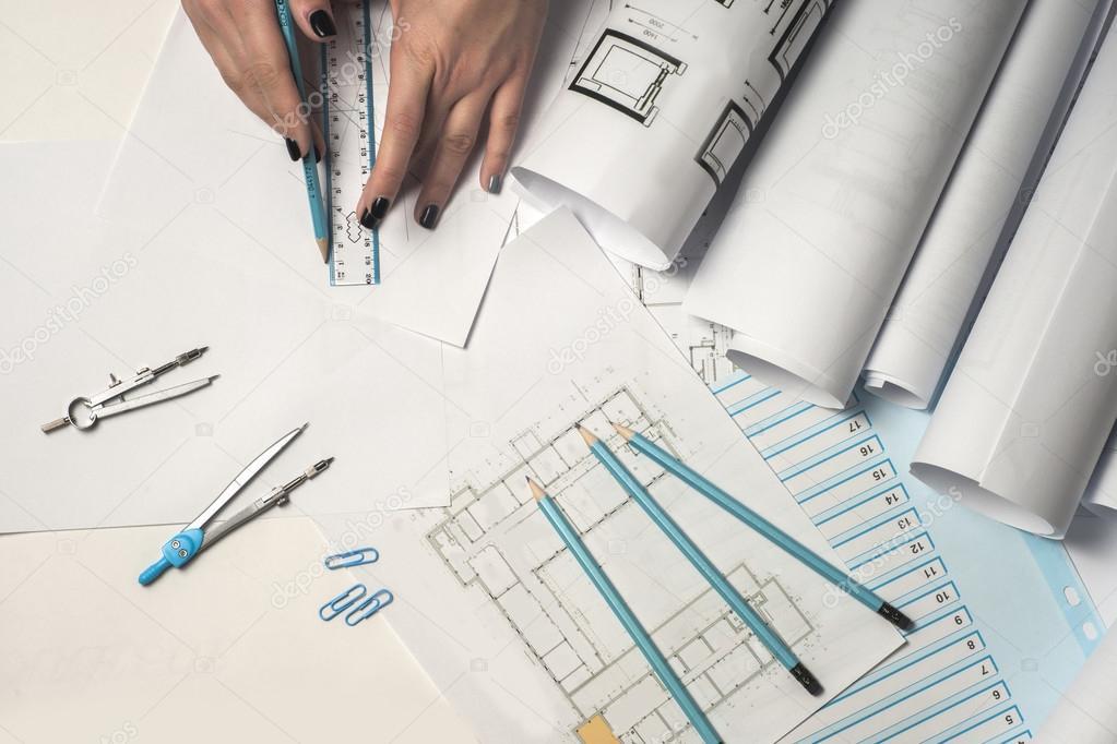 Architekten Arbeiten Auf Entwurf. Architekten Arbeitsplatz    Architekturprojekt, Baupläne, Lineal Und Teiler Kompass. Baukonzept.  Engineering Tools.