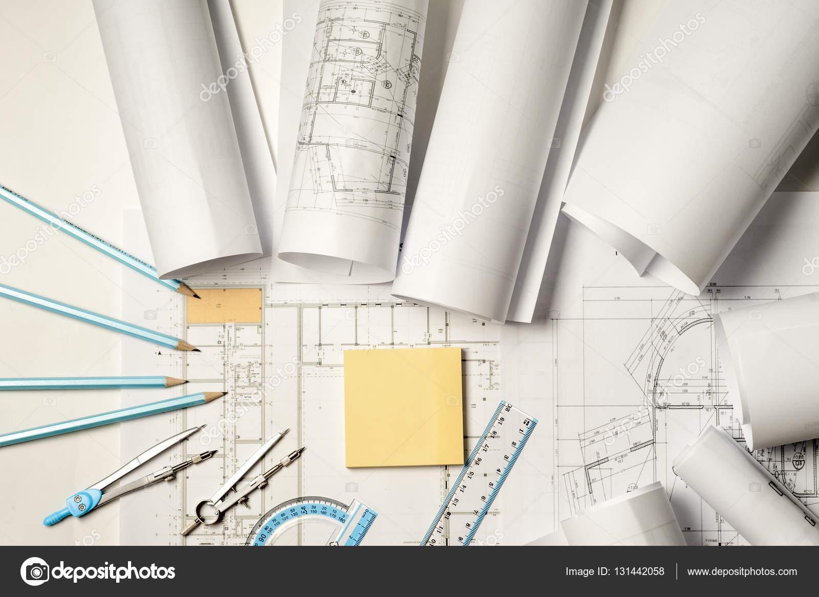 Lavoro Architetto Ufficio Tecnico : Luogo di lavoro dell architetto rotoli e piani u foto stock