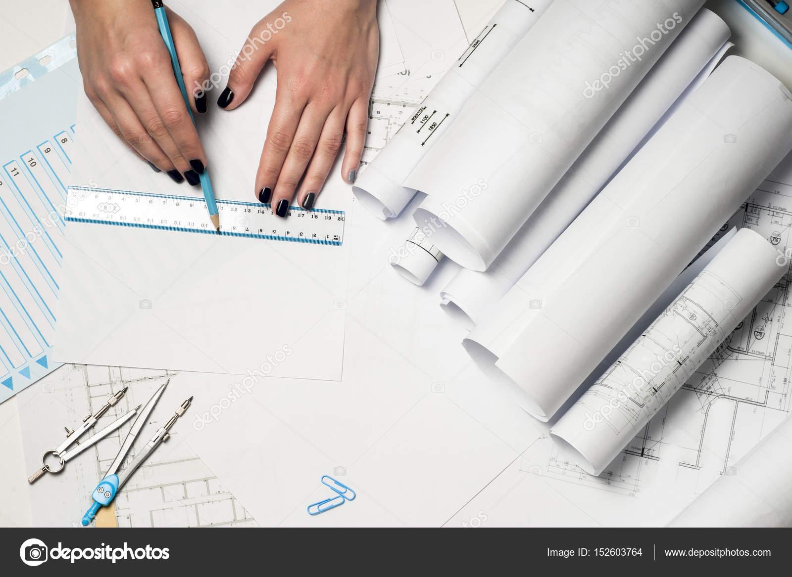 Delightful Architekten Arbeiten Auf Entwurf. Architekten Arbeitsplatz    Architekturprojekt, Baupläne, Lineal Und Teiler Kompass. Baukonzept.  Engineering Tools.
