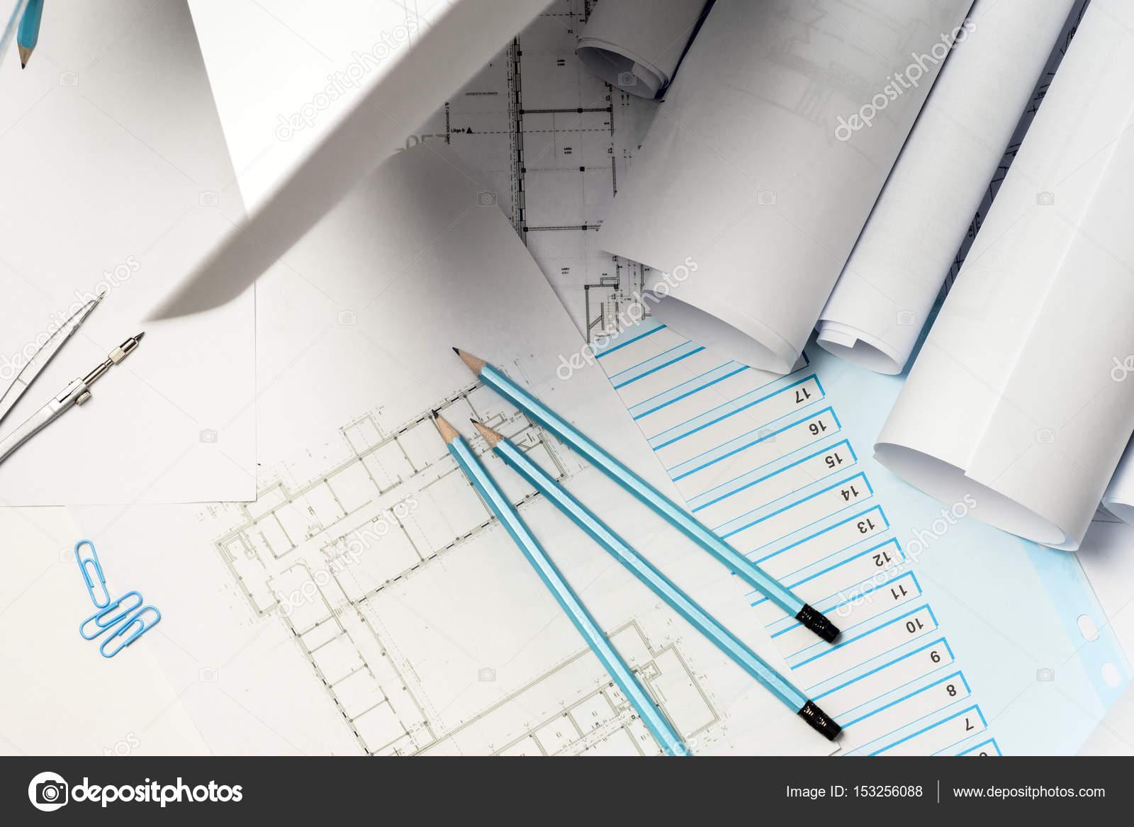 Superior Architekten Arbeiten Auf Entwurf. Architekten Arbeitsplatz    Architekturprojekt, Baupläne, Lineal Und Teiler Kompass. Baukonzept.  Engineering Tools.