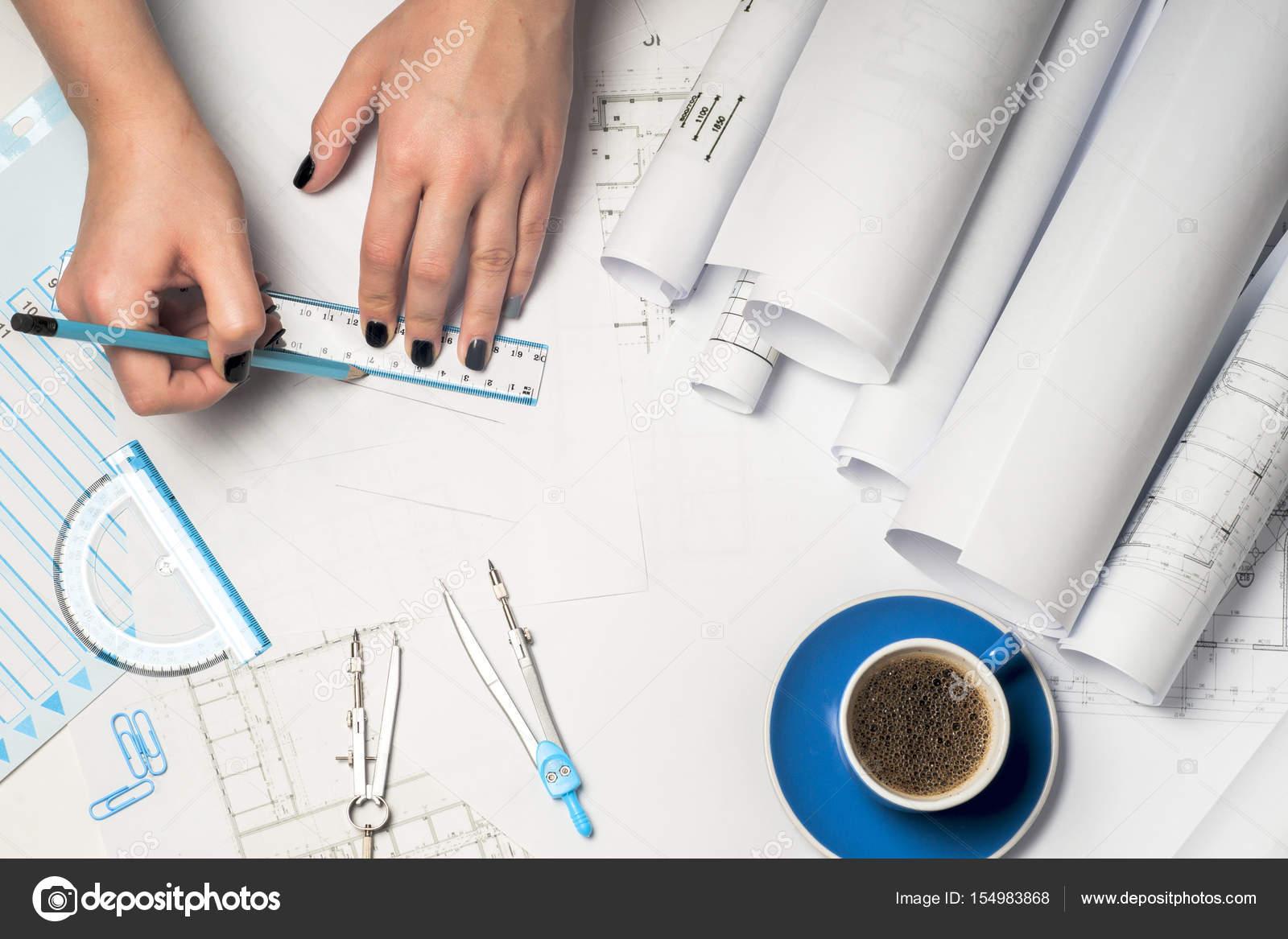 Captivating Architekten Arbeiten Auf Entwurf. Architekten Arbeitsplatz    Architekturprojekt, Baupläne, Lineal Und Teiler Kompass. Baukonzept.  Engineering Tools.