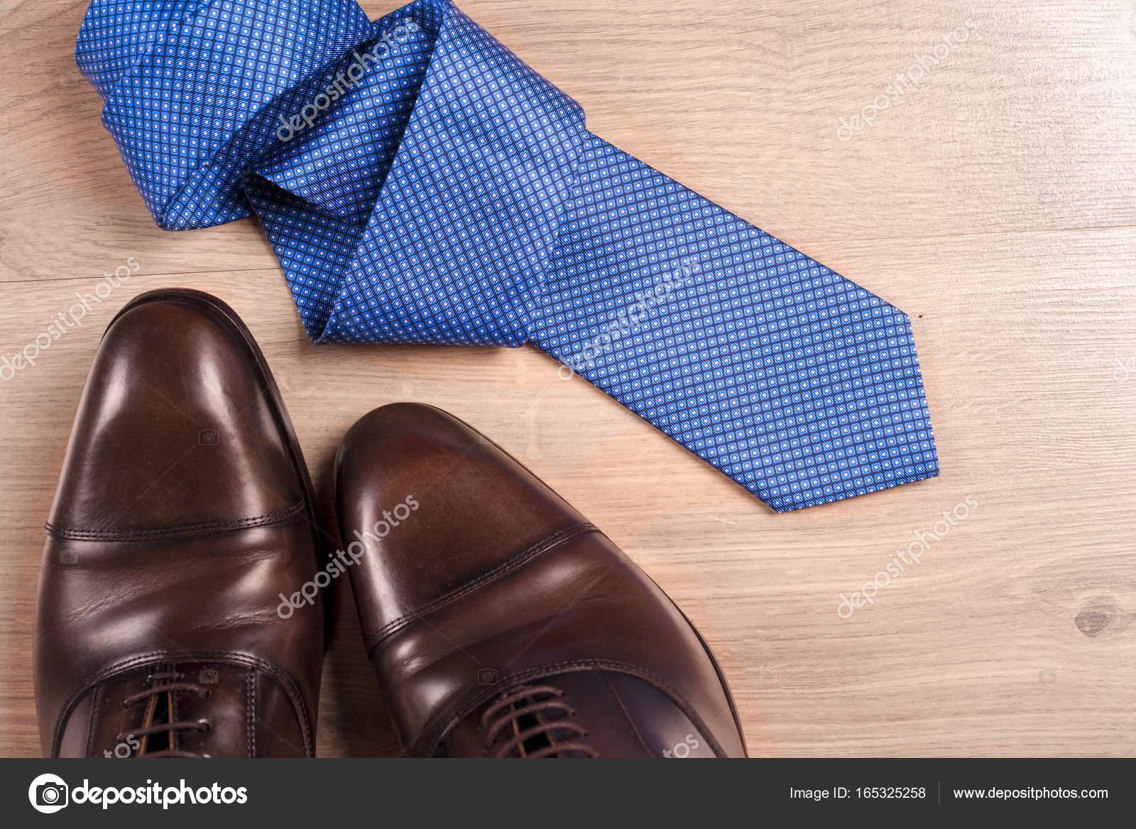 Fondo Sobre Accesorios Un Corbata Hombre De Para Zapatos wXYt0q1Y