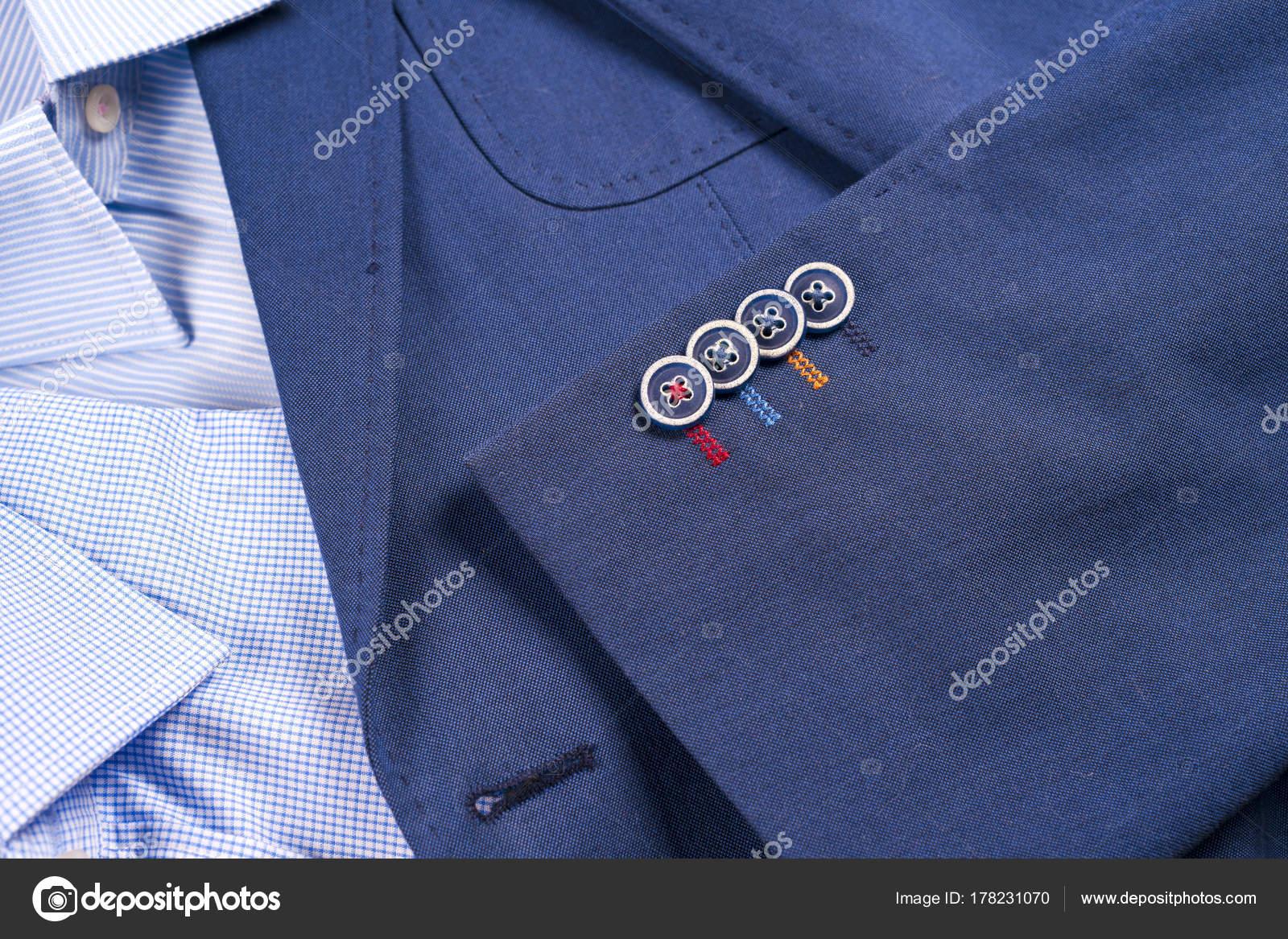 2d7aba2cd0 set di vestiti mens classic - abito blu, camicie, scarpe marroni ...
