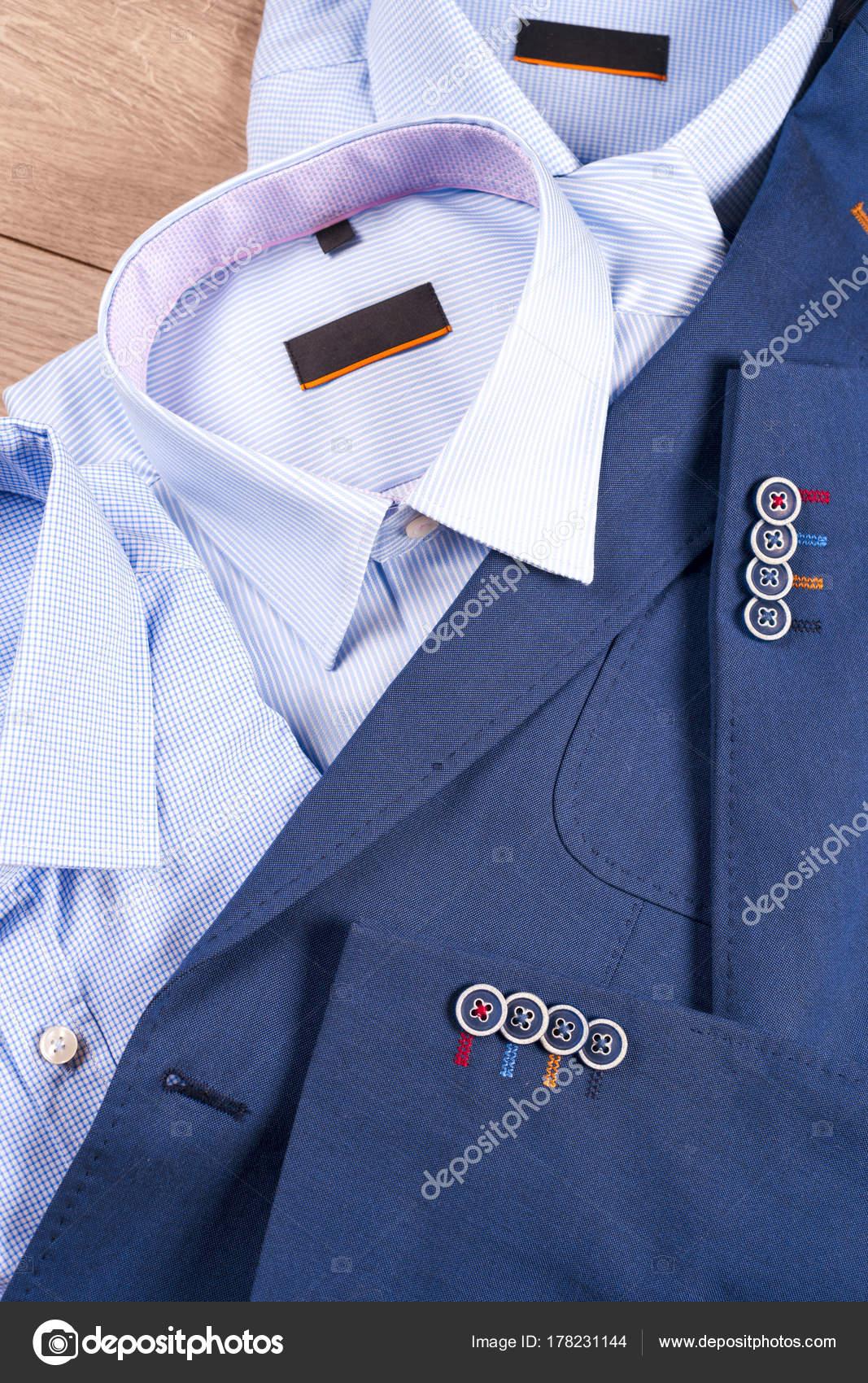 Klassische Herren Kleidung Blauen Anzug Hemd Braune Schuhe
