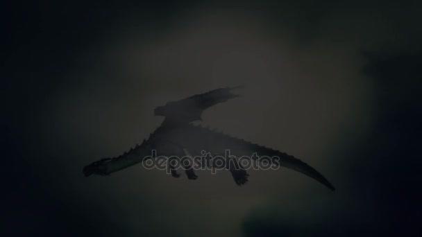 Drak létající na obloze za bouřky na pozadí pohoří