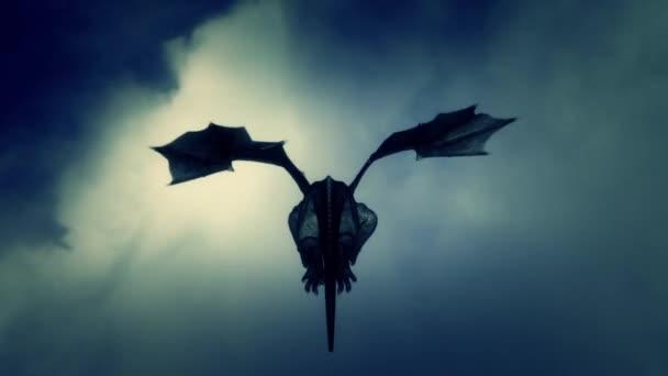 Rücken eines Drachen, der am Himmel fliegt