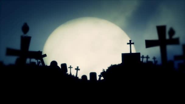 Měsíc v úplňku na starý hřbitov s černým havrani