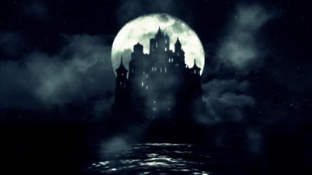 Velký černý hrad uprostřed moře s noční Full Moon Rising