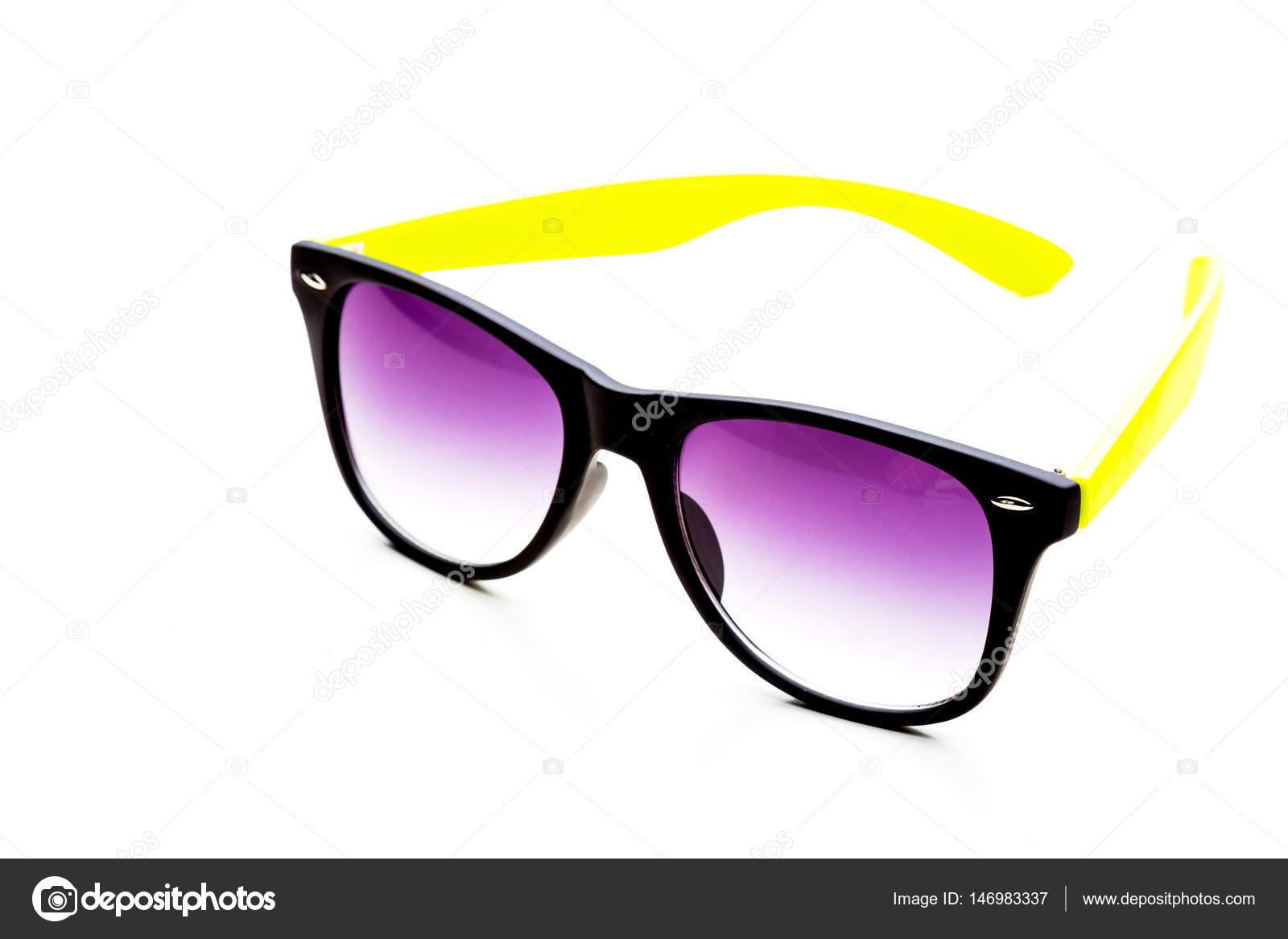 b06ee97ca1 Μοντέρνα γυαλιά ηλίου μόδας — Φωτογραφία Αρχείου © Fotofabrika ...
