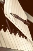Note di musica sui tasti del piano