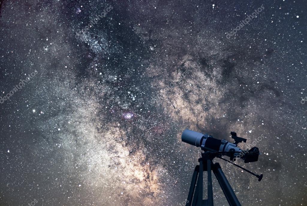 Astronomisches teleskop sternennacht milchstraße u stockfoto