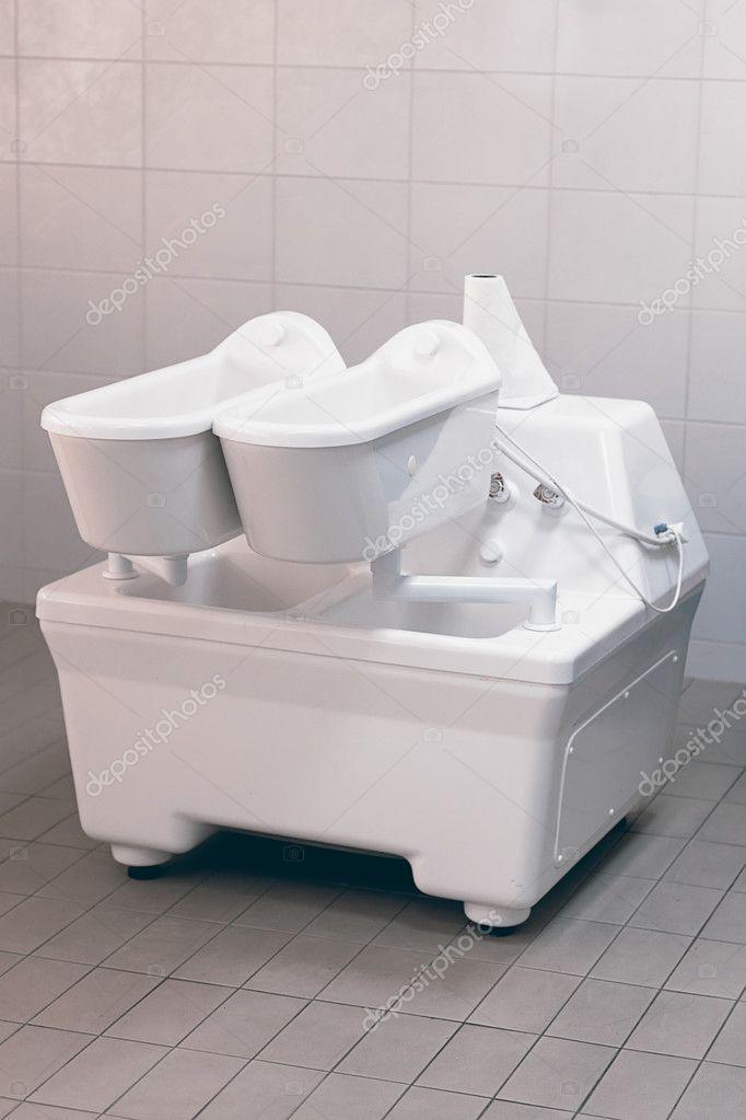 Elettroterapia. Vasca per terapia. Vasca da bagno galvanico — Foto ...