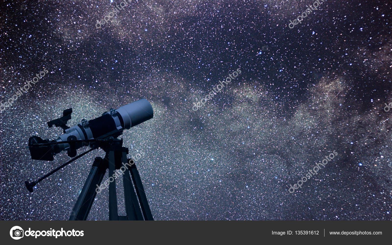 Astronomisches teleskop sternbild aquila in den nachthimmel adler