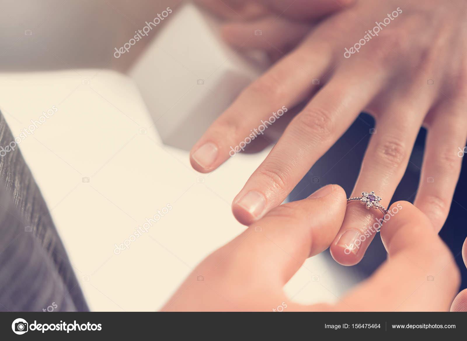 Mann Frau Hand Verlobungsring Aufsetzen Stockfoto C Allexxandar