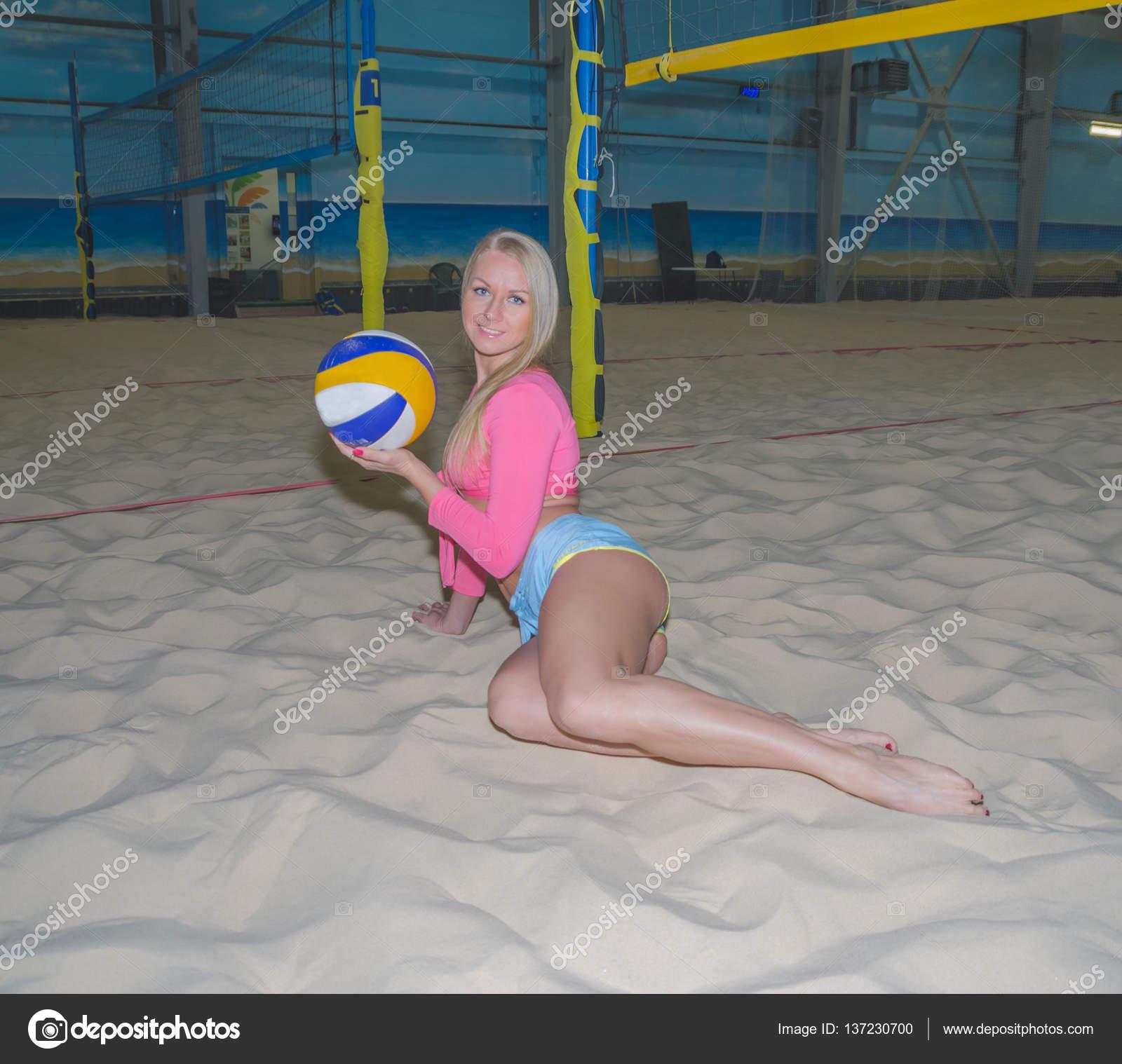 Крупно фото сексуальных девушек на волейболе